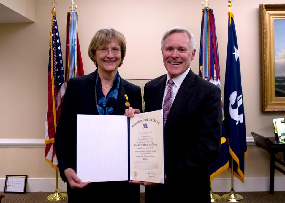 Drew Faust receives her award from Navy Secretary Ray Mabus.